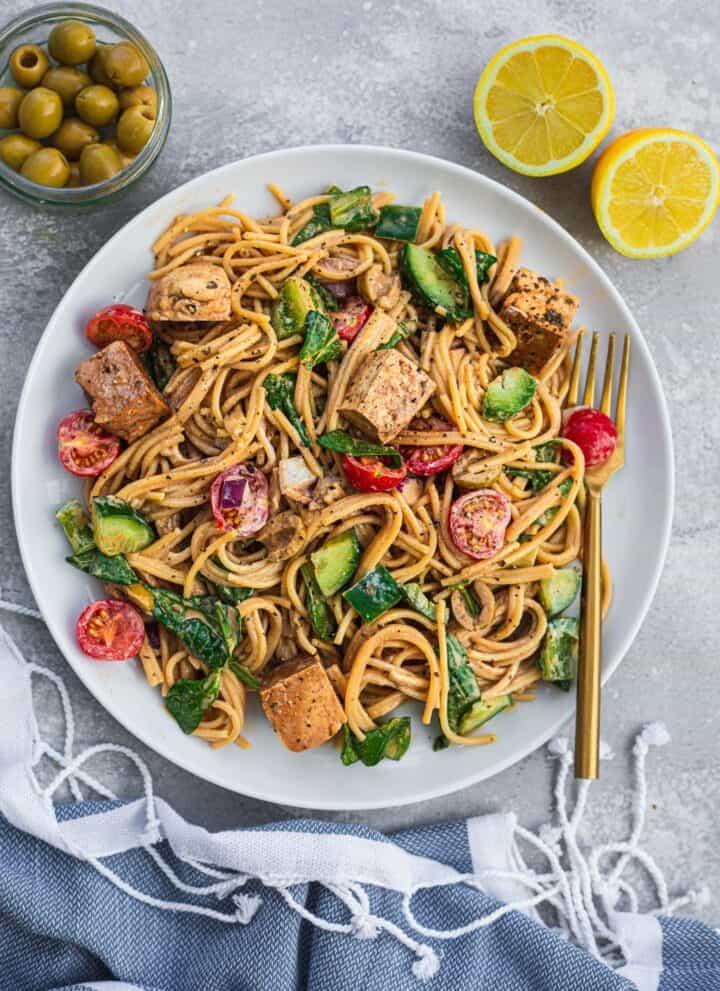 Cold spaghetti salad with balsamic tofu vegan