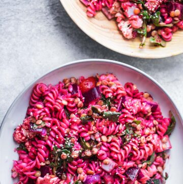Vegan beetroot pasta salad with green lentils