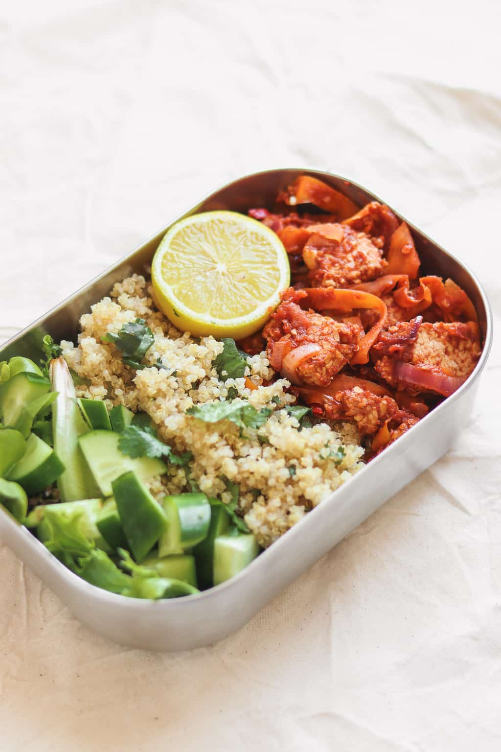 Vegan lunchbox with tempeh, quinoa and cucumbers