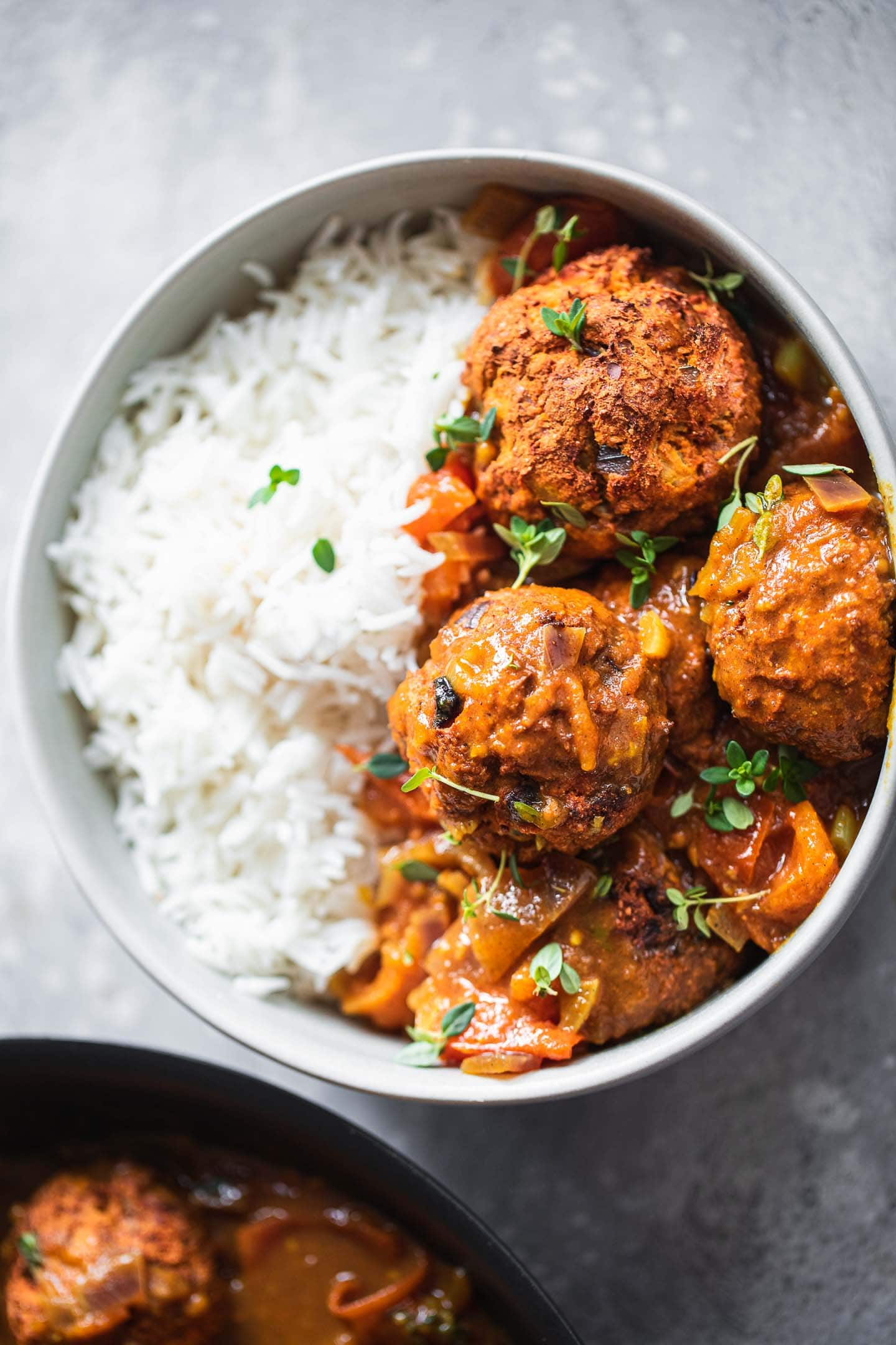 Rice and vegan meatballs