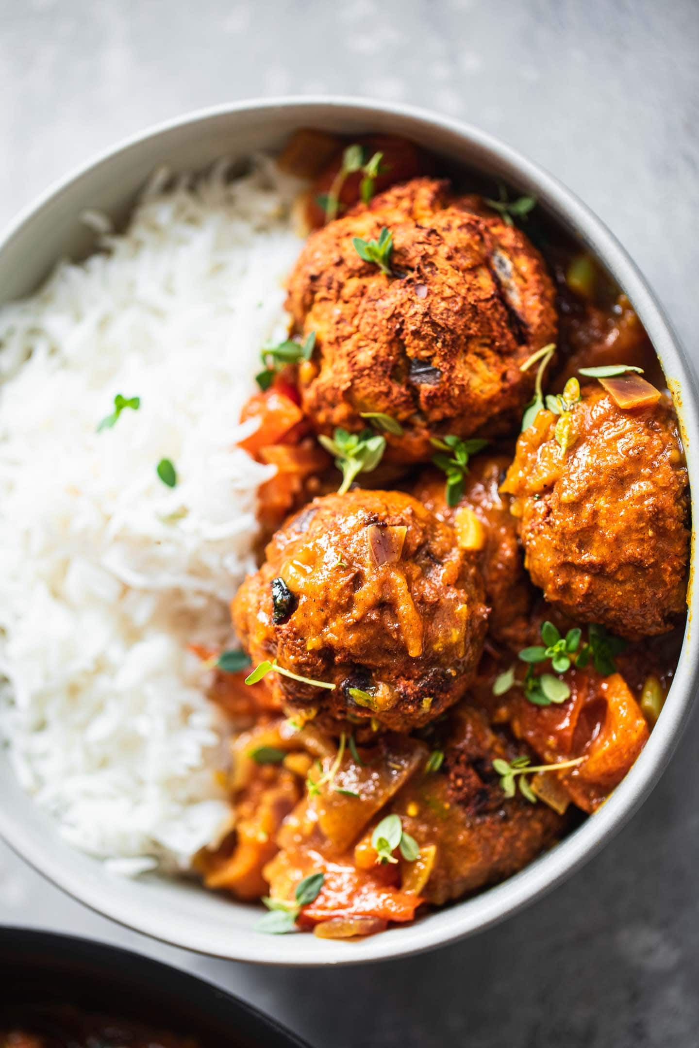 Vegan meatballs with curry sauce and rice
