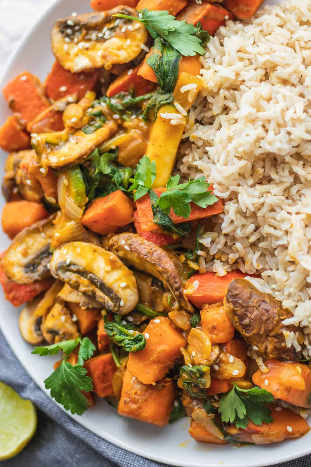 Vegan stir-fry recipe with pumpkin, mushrooms and zucchini