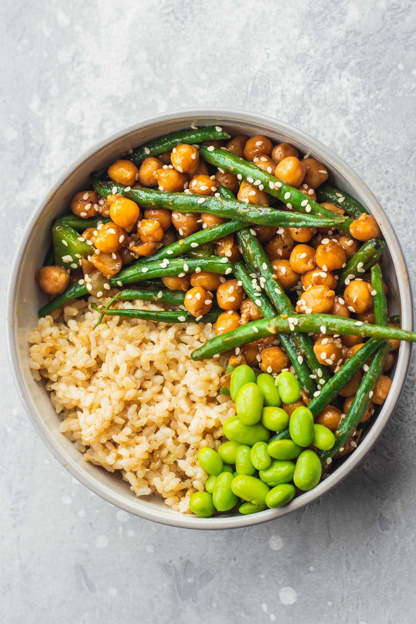 Bowl with sweet and sour chickpeas and green beans