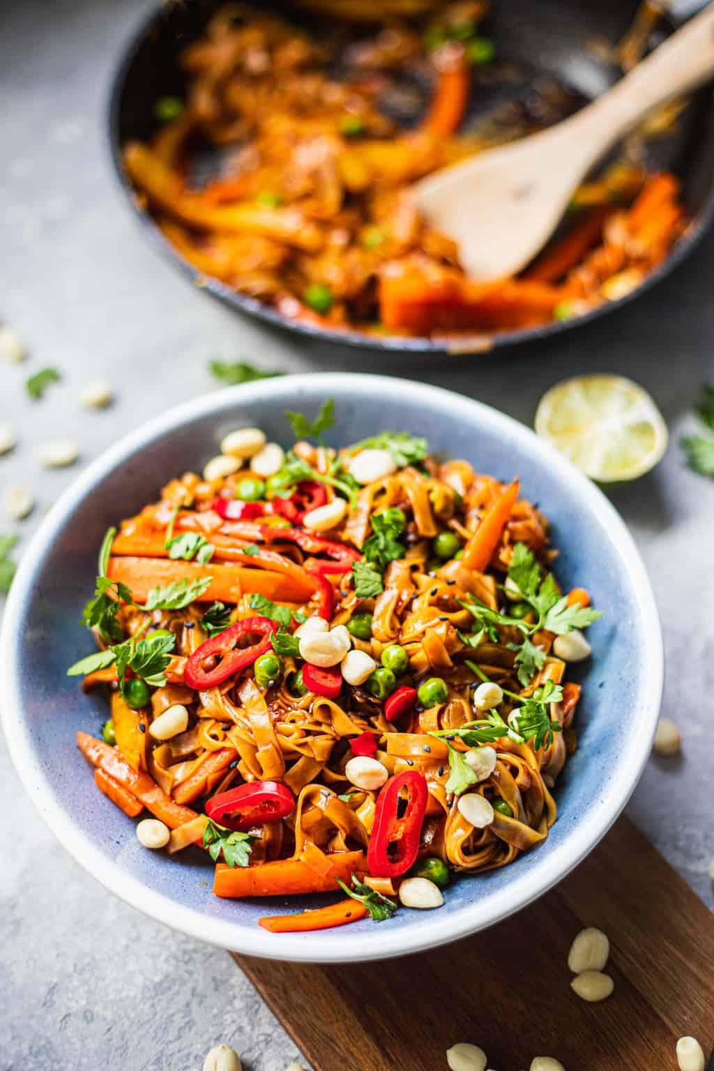 Bowl of vegan Pad Thai with carrots and bell peppers