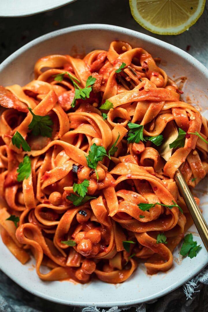 One-pot chickpea pasta (vegan)
