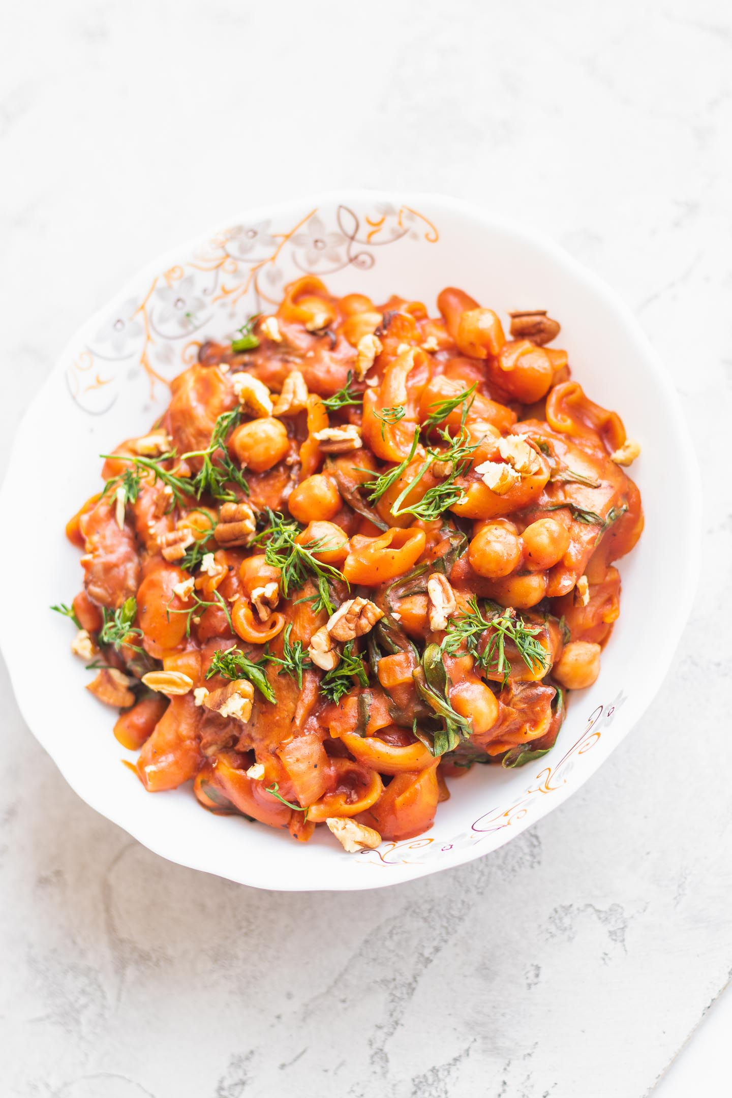 White pasta bowl with chickpeas and mushrooms