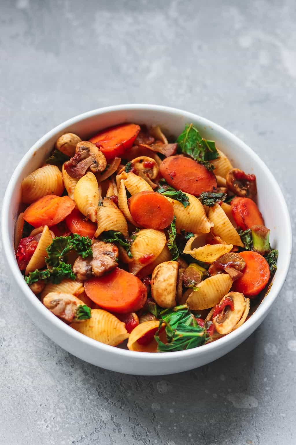 Pasta bowl with vegetables