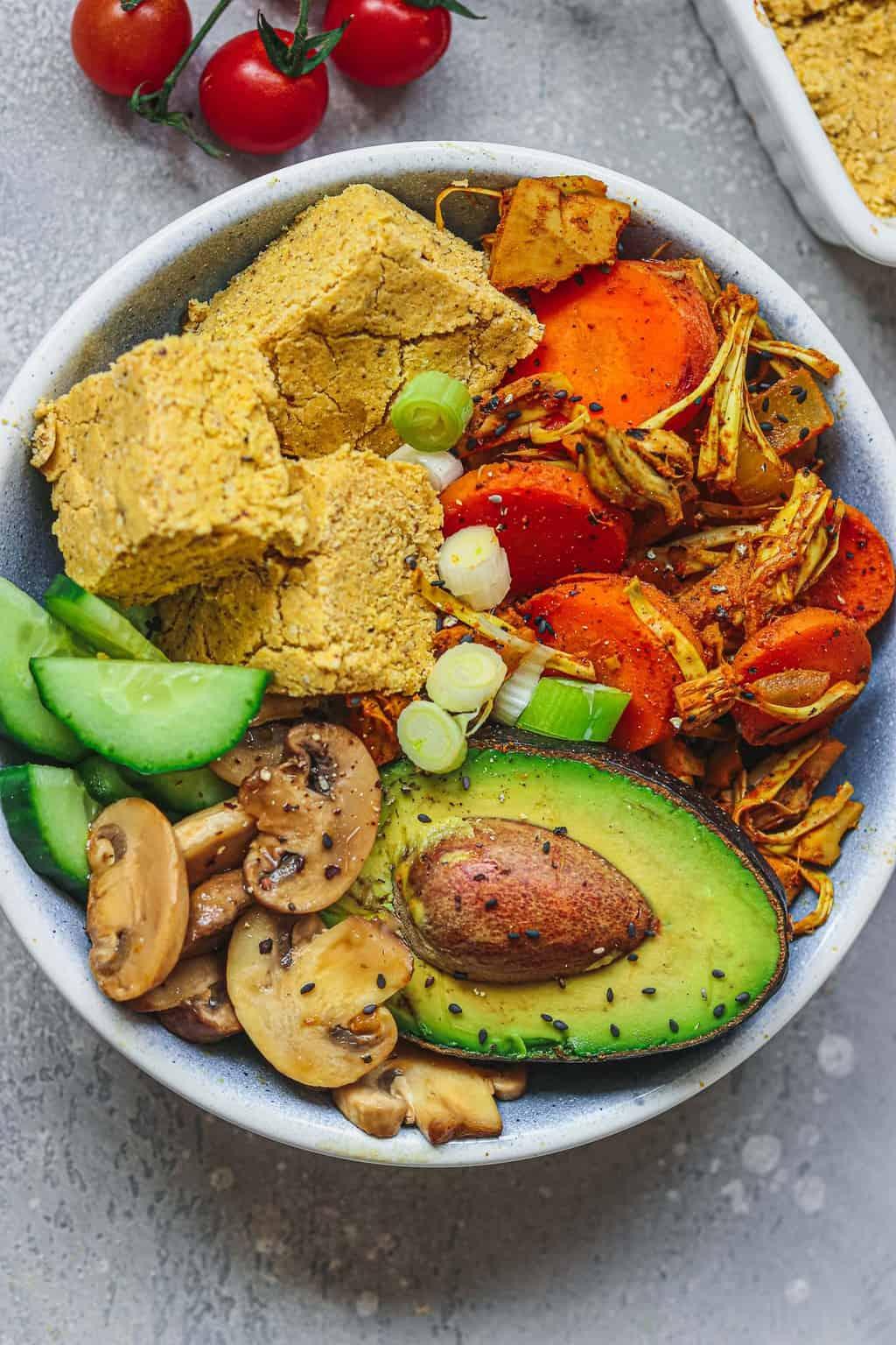Bowl with cornbread, jackfruit and mushrooms