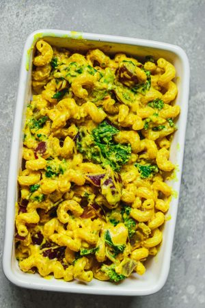 Baking dish with mac and cheese