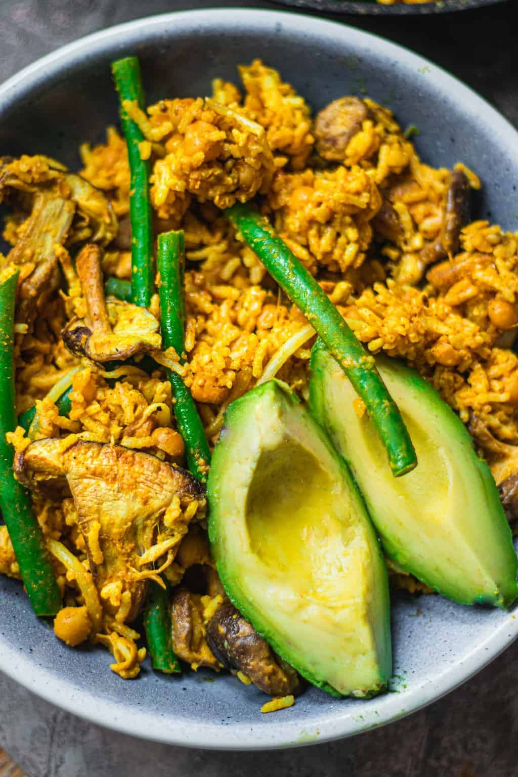 Bowl with chickpea rice and avocado