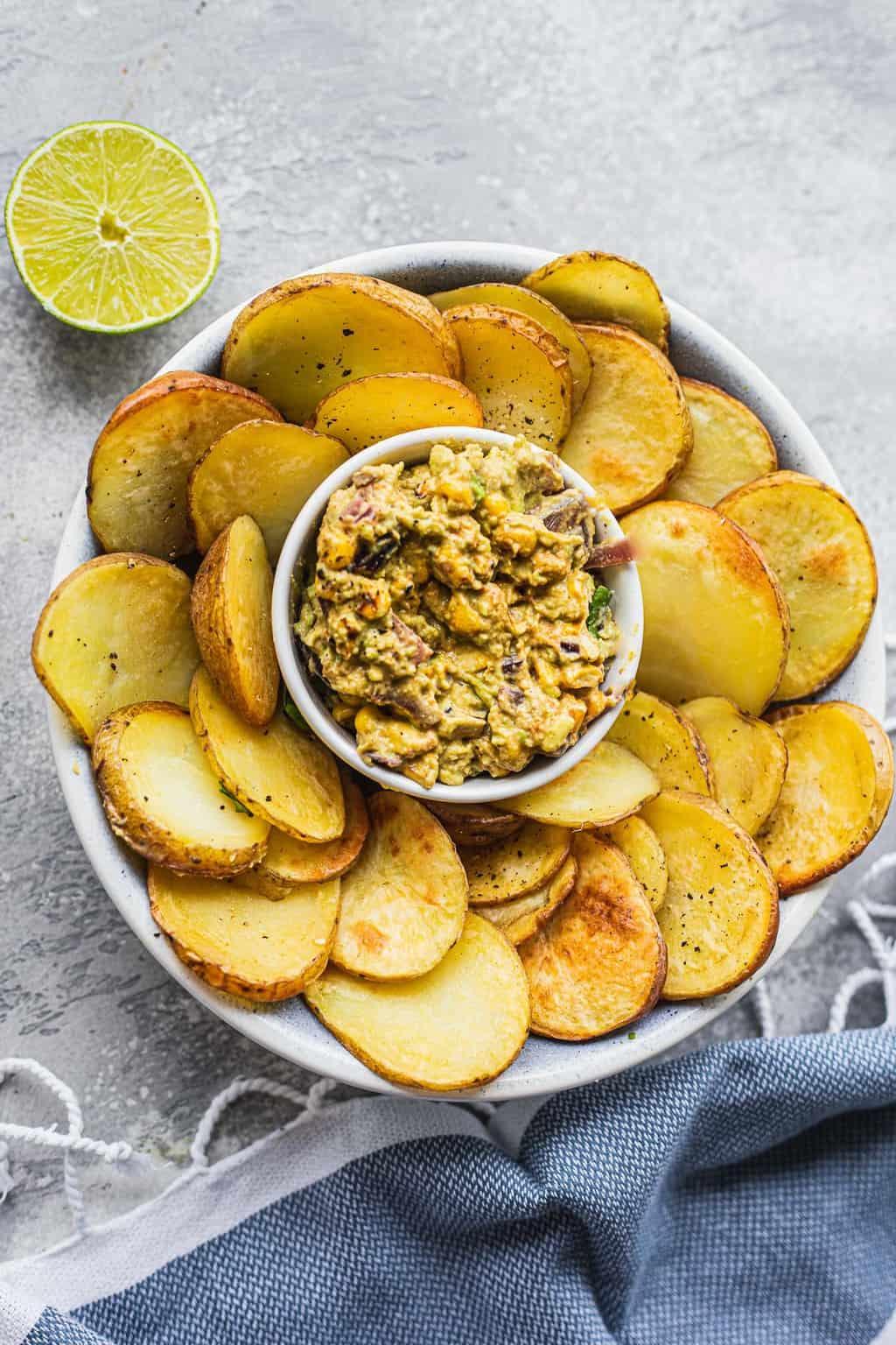 Avocado dip with homemade potato chips