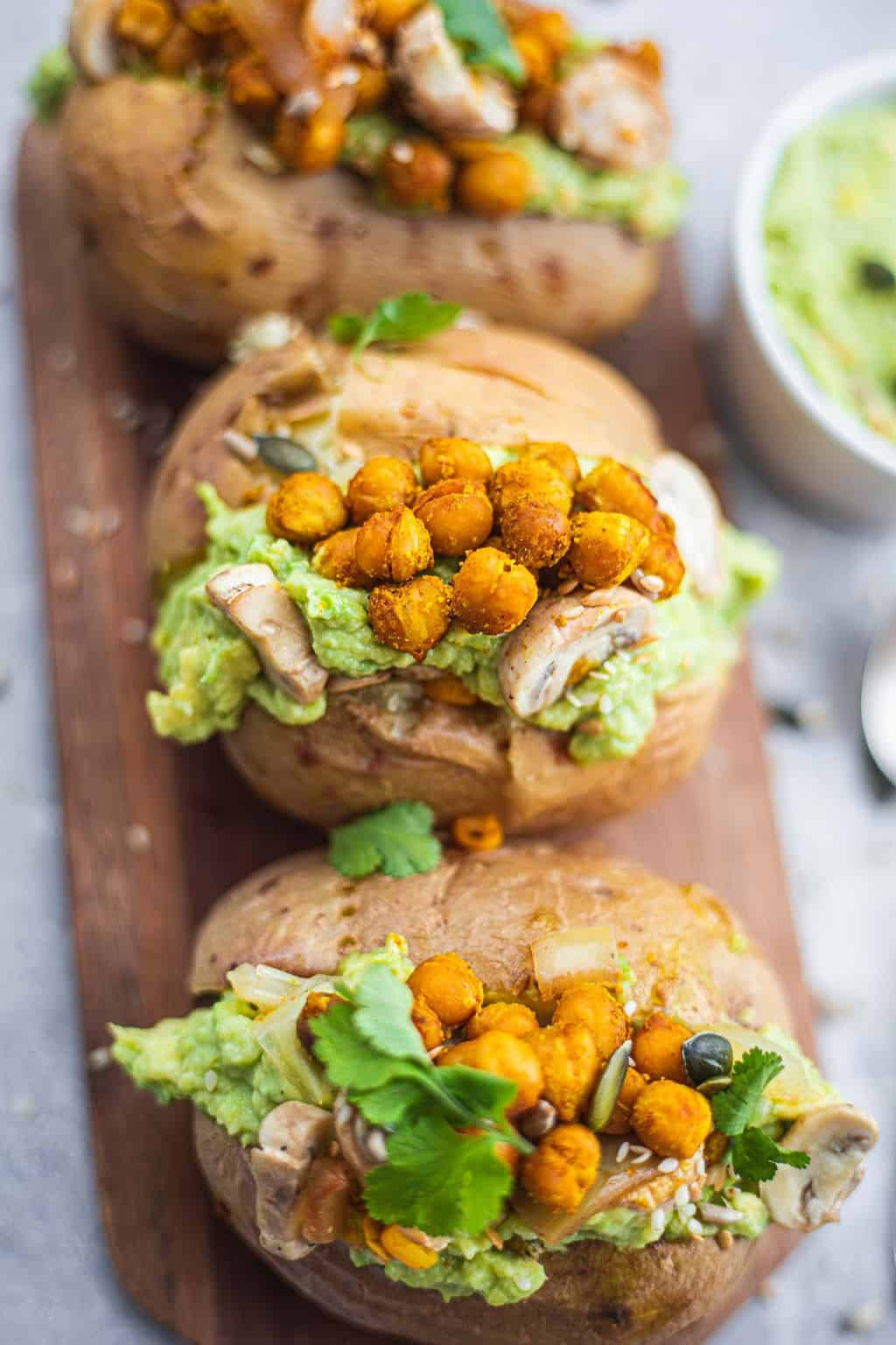 Jacket potatoes with chickpeas and avocado sauce