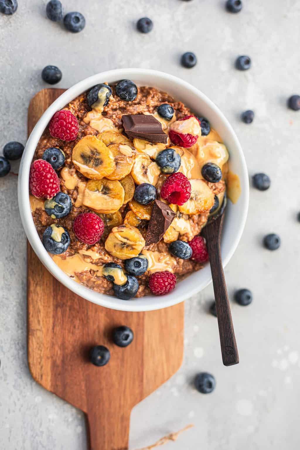 Vegan porridge with banana and berries