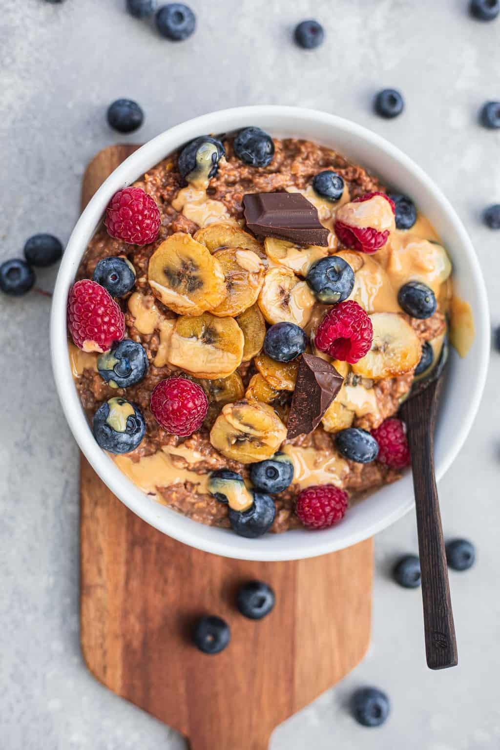Vegan chocolate porridge with banana and fruit