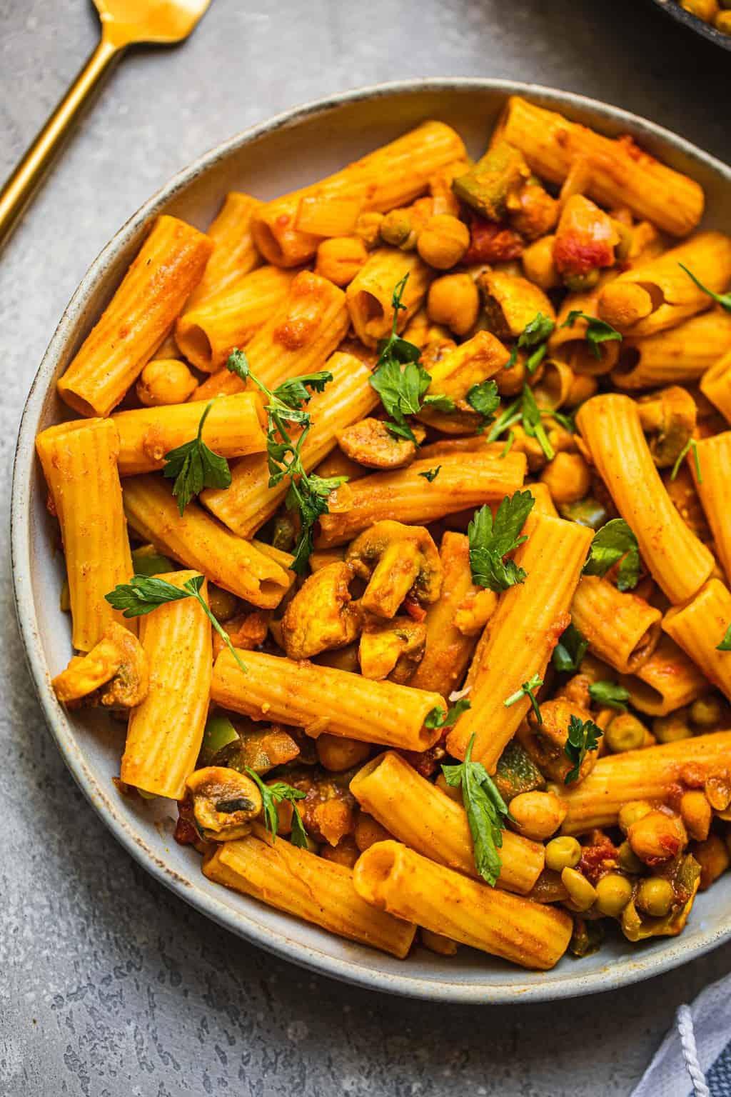 Vegan pasta with chickpeas and mushrooms