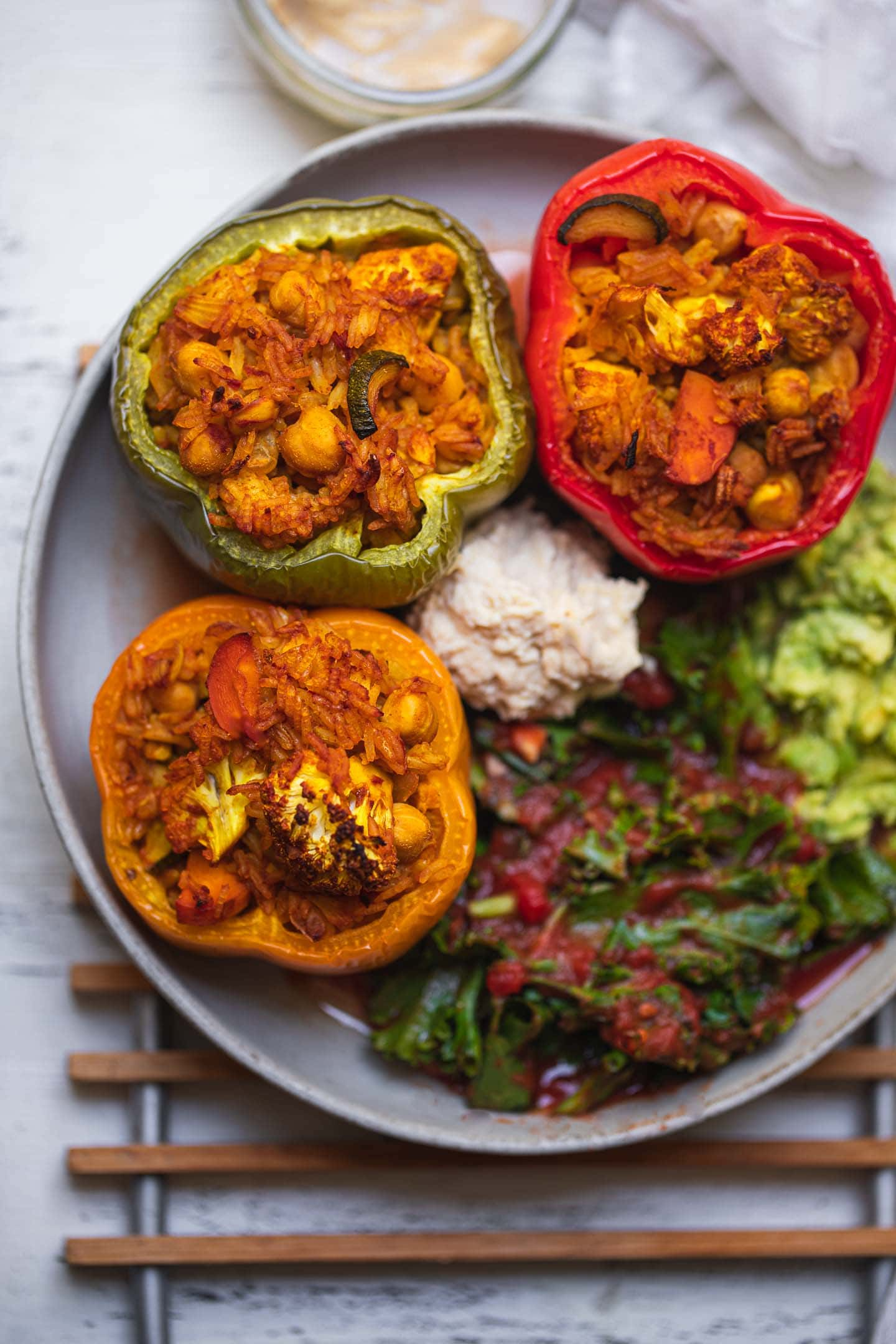 Stuffed peppers with cauliflower, chickpeas and rice