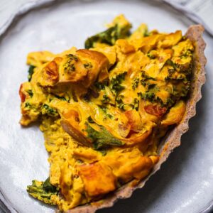 Easy vegan quiche with a gluten-free crust