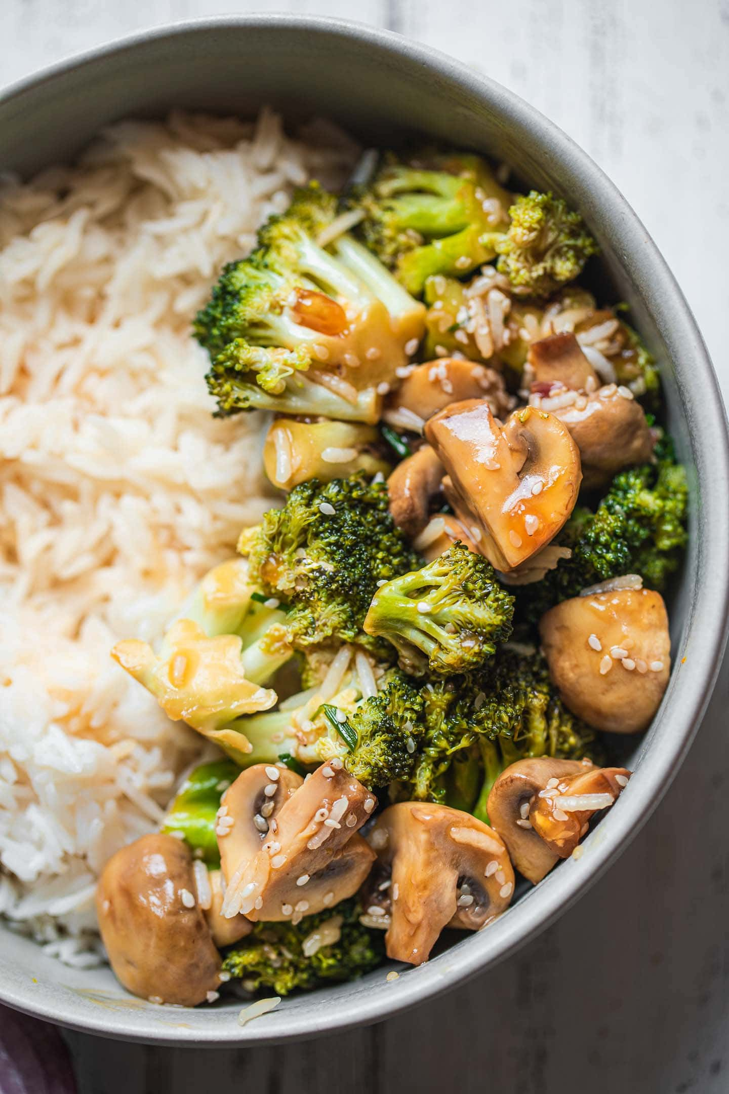 Simple vegan broccoli stir-fry