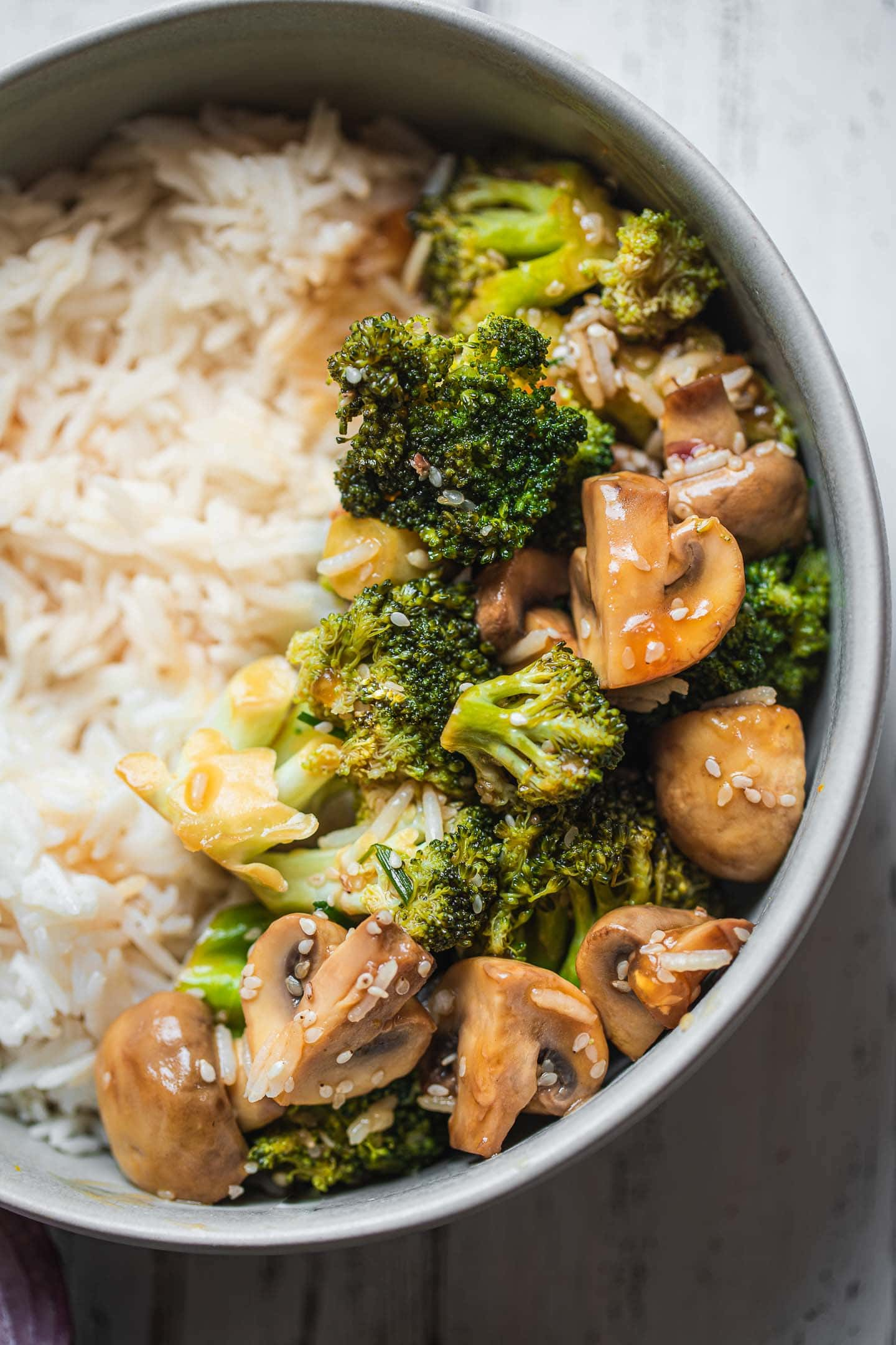 Stir-fried broccoli and mushrooms with rice