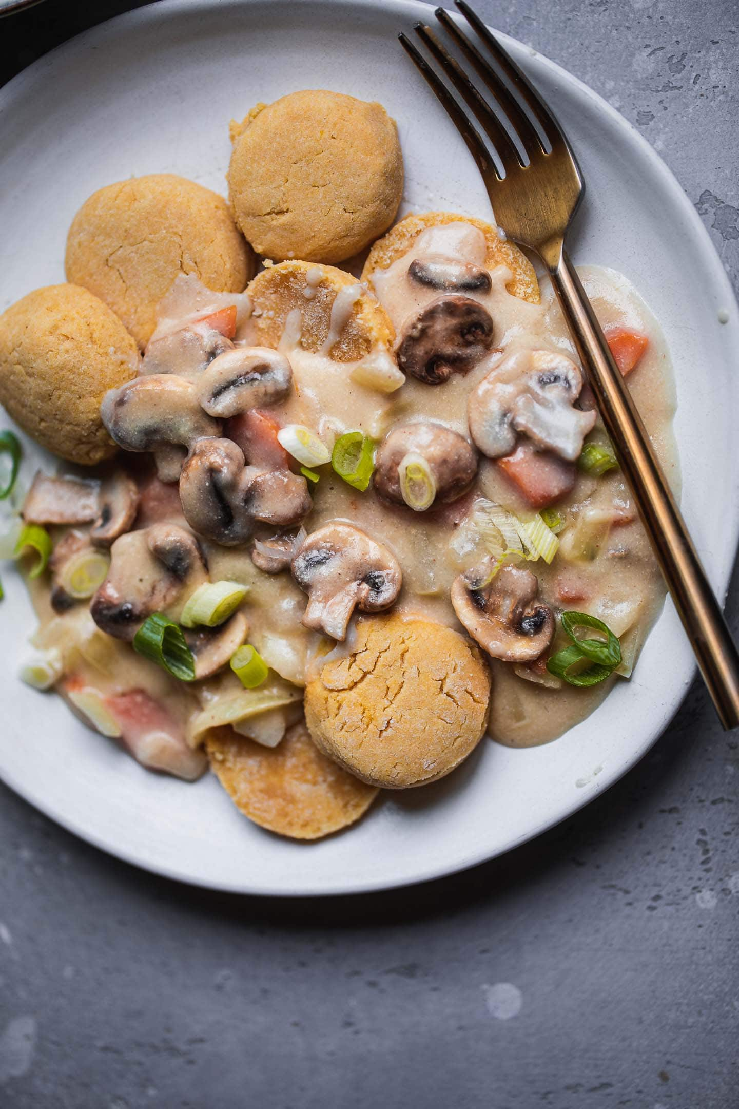 Vegan biscuits and gravy (gluten-free)