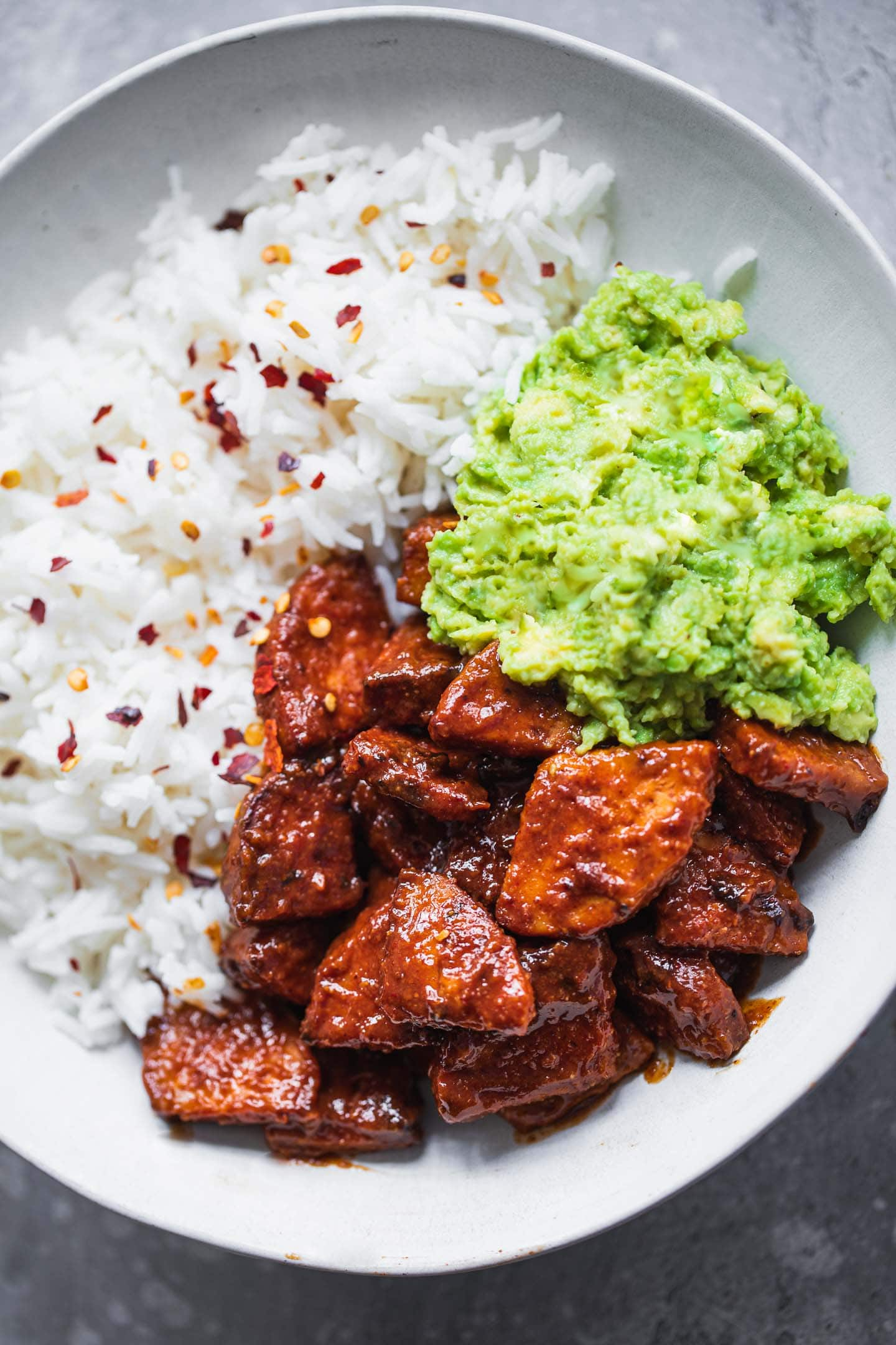 Bowl with tempeh, rice and avocado