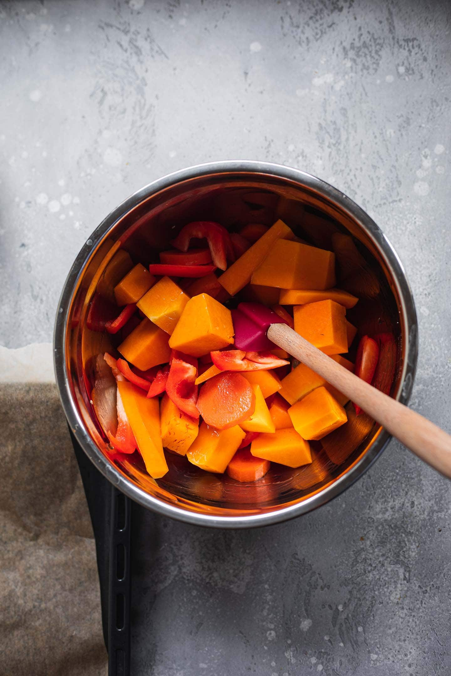 Butternut squash, peppers and carrots in a bowl