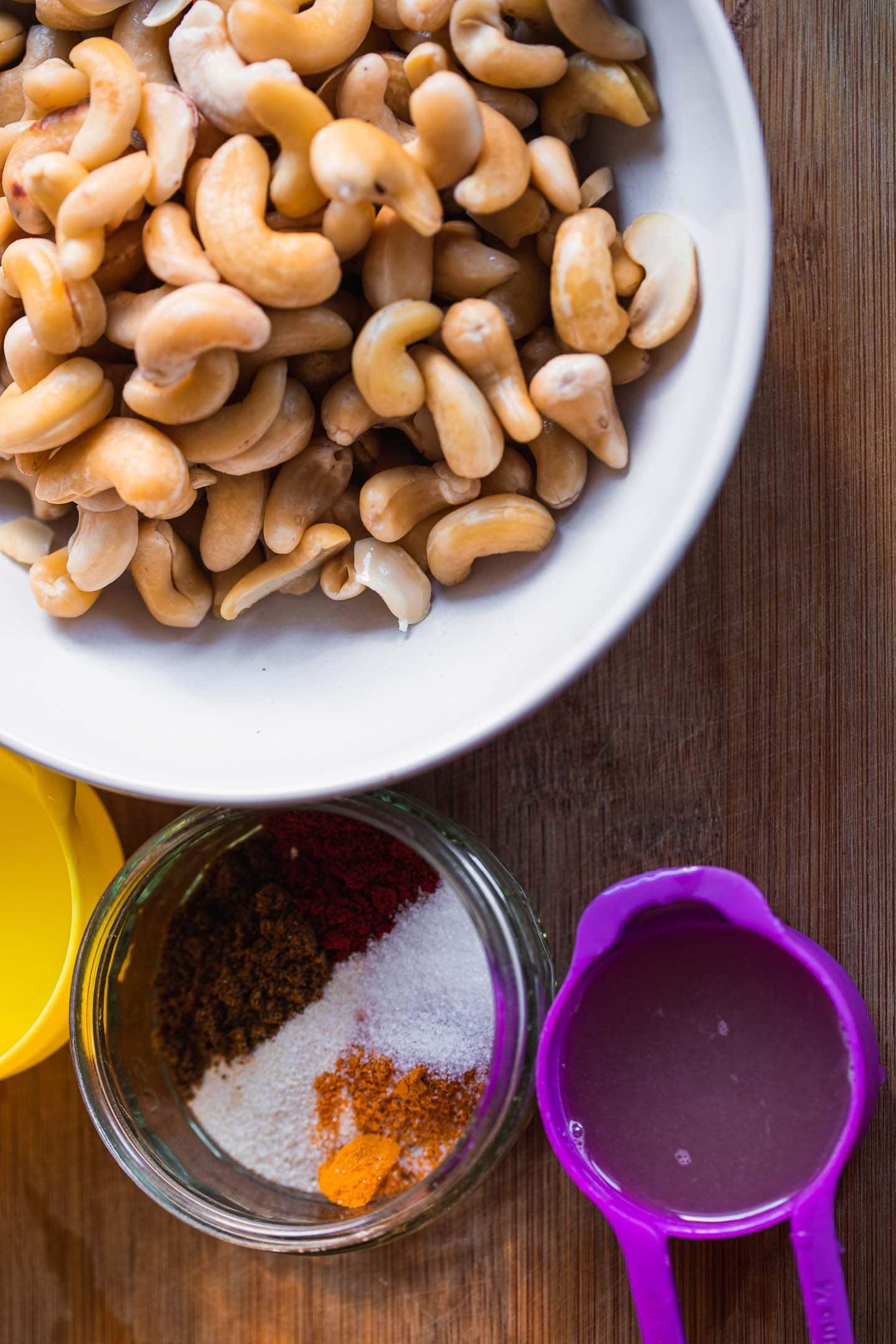 Ingredients for sliceable vegan cashew cheese