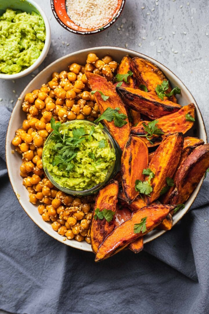 Bowl with sesame chickpeas and sweet potato fries