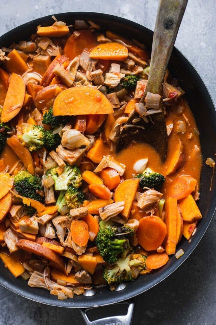 Sweet potato jackfruit soup with broccoli