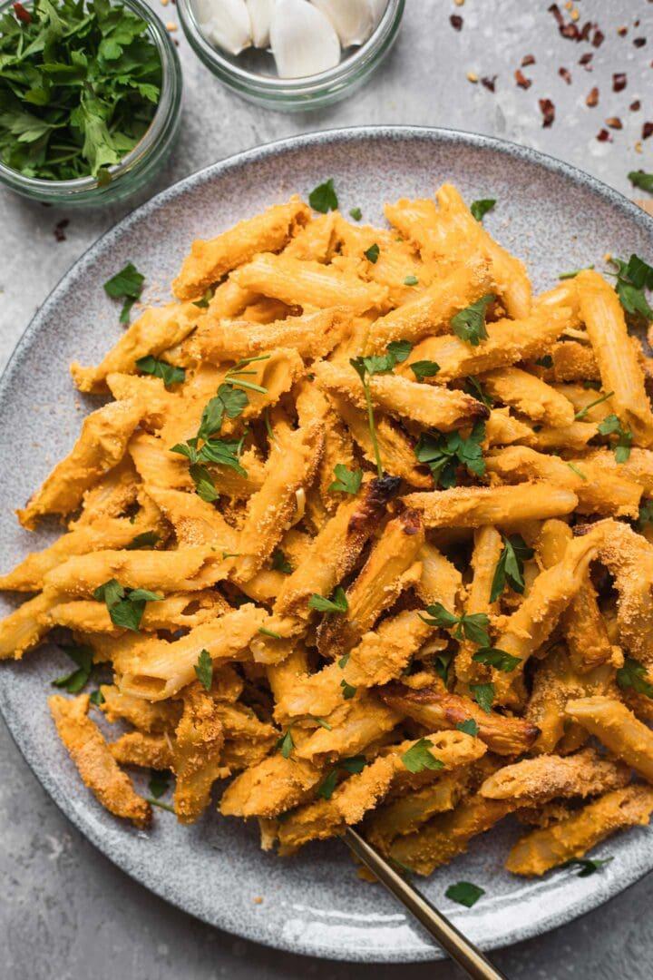 Cheesy vegan pasta with breadcrumbs