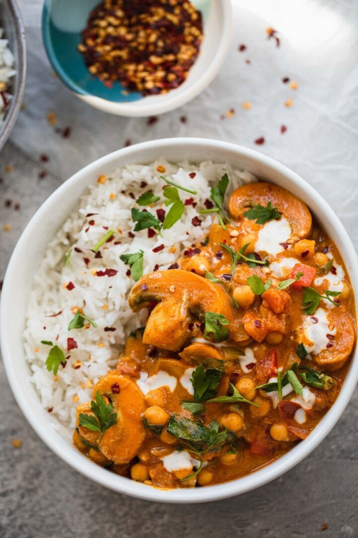 Chickpea curry with spinach and mushrooms in a bowl