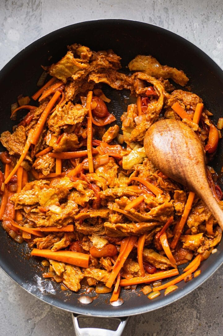 Frying pan with vegan chicken and vegetables