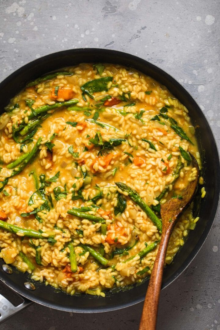 Risotto with asparagus in a large pan