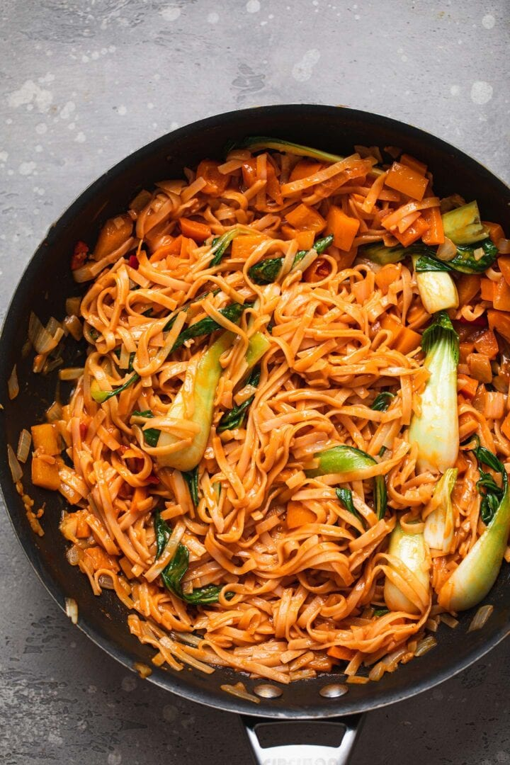 Spicy vegan noodles with Pak Choi in a frying pan