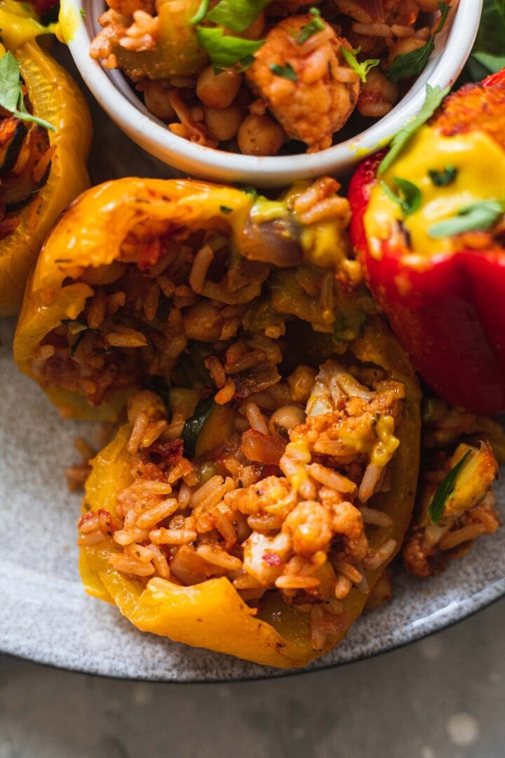 Stuffed pepper with rice and chickpeas