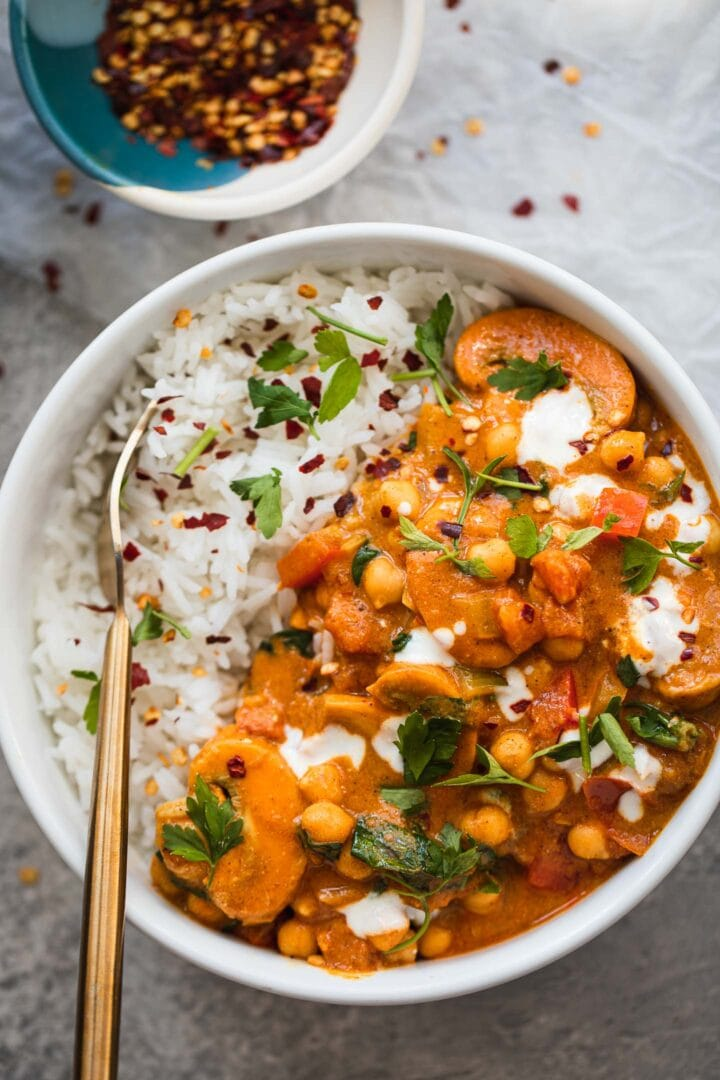 Vegan curry with chickpeas and spinach in a bowl with rice