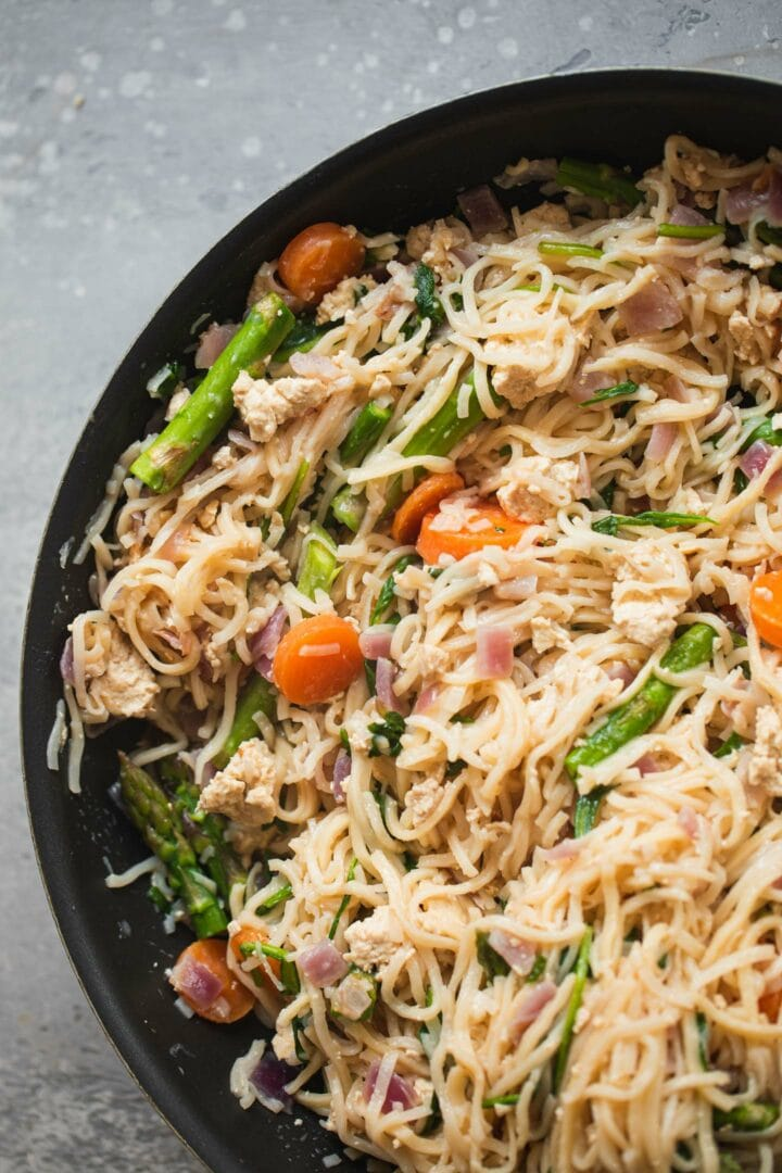 Noodles with vegetables and tofu