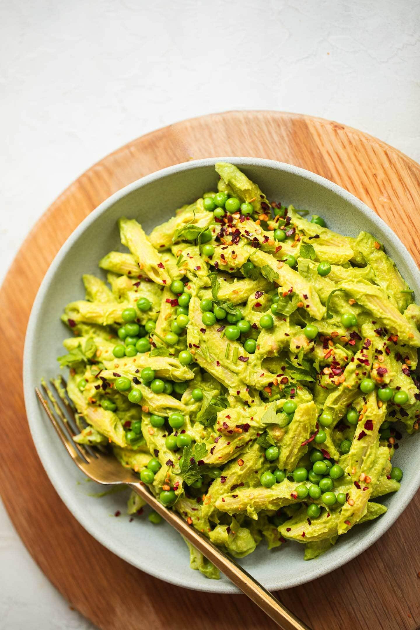 Vegan pesto pasta with green peas