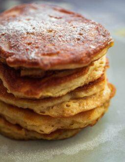 Vegan apple pancakes (Oladyi)