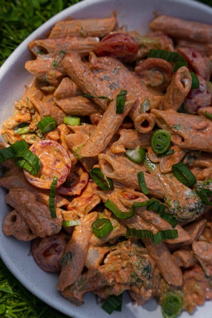 Creamy pasta with tomatoes and scallions