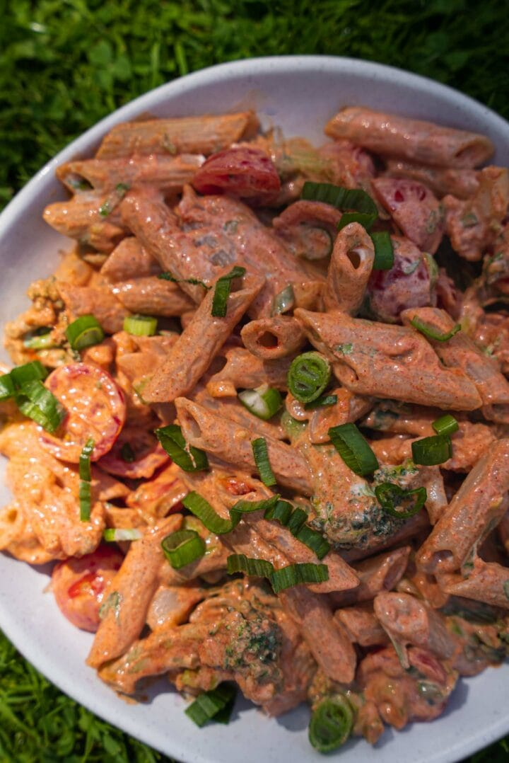 Spicy pasta with tomatoes, cauliflower and broccoli