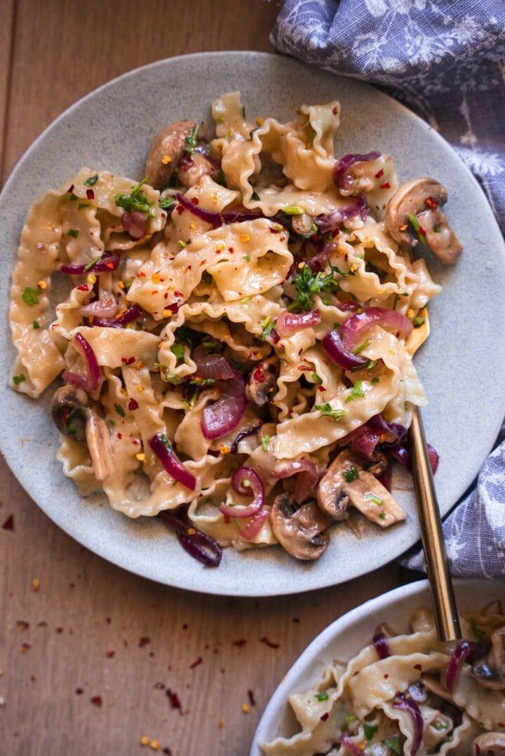 Caramelised onion pasta vegan