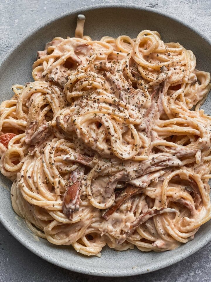 Dairy-free pasta with oyster mushrooms