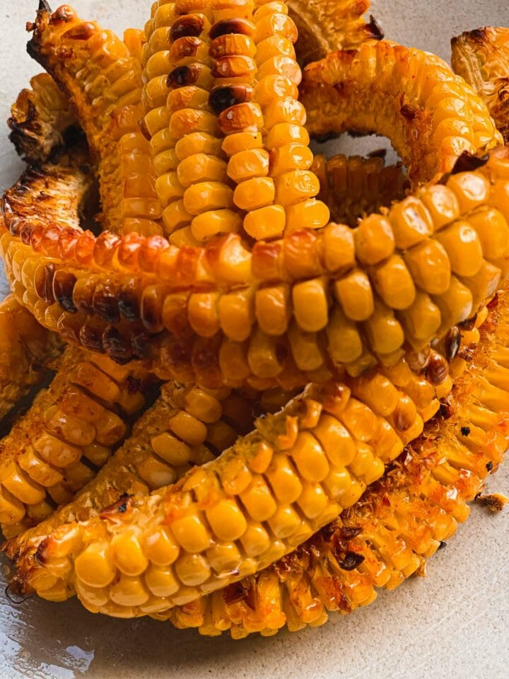 Spicy baked corn on a plate
