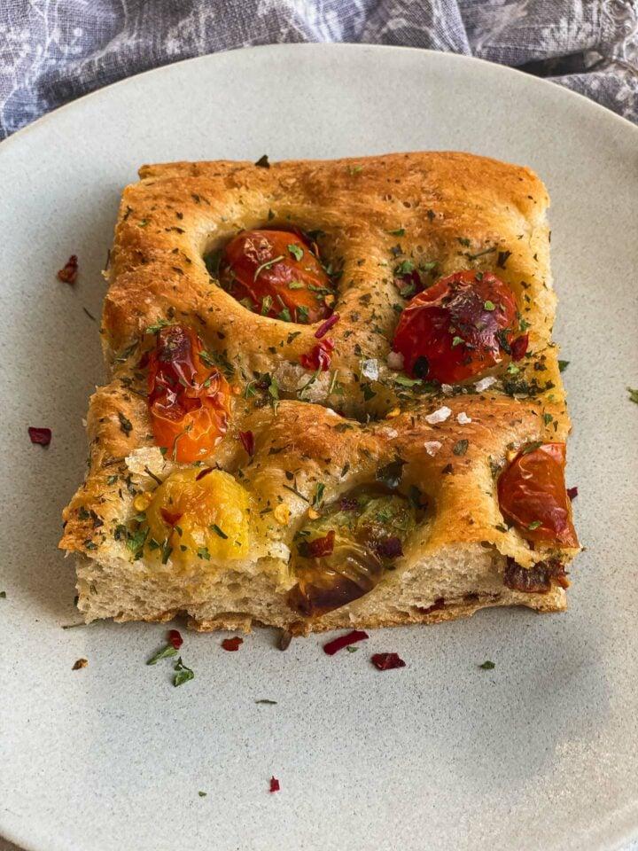 Vegan focaccia with tomatoes recipe