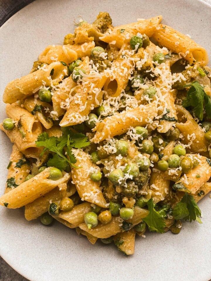 Vegan one pot pasta with peas and broccoli