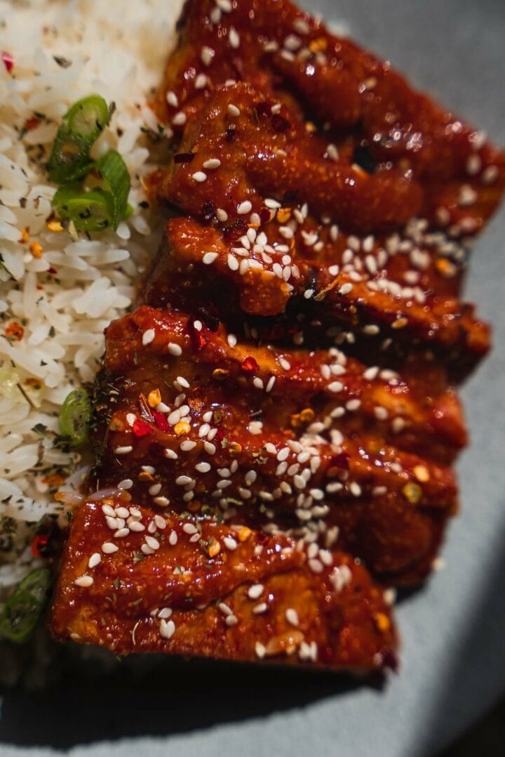 Baked tempeh with rice and sesame seeds