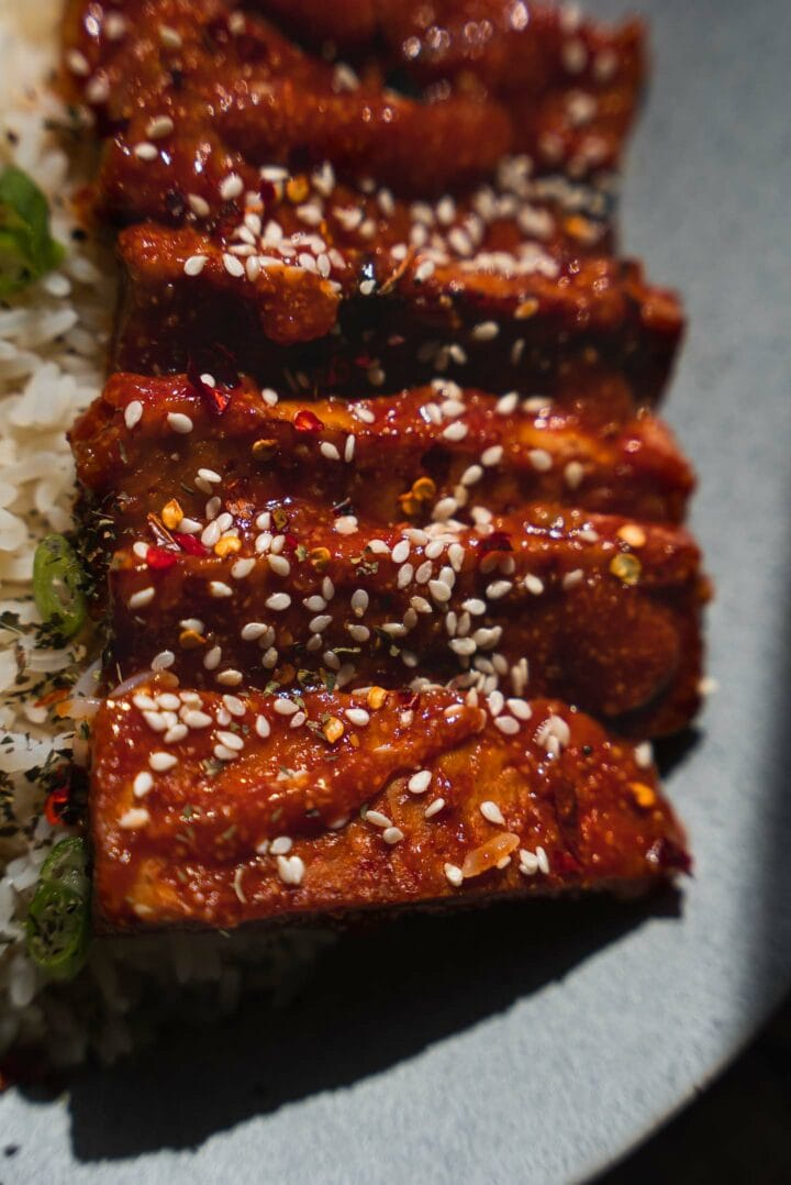 Sticky tempeh with sesame seeds