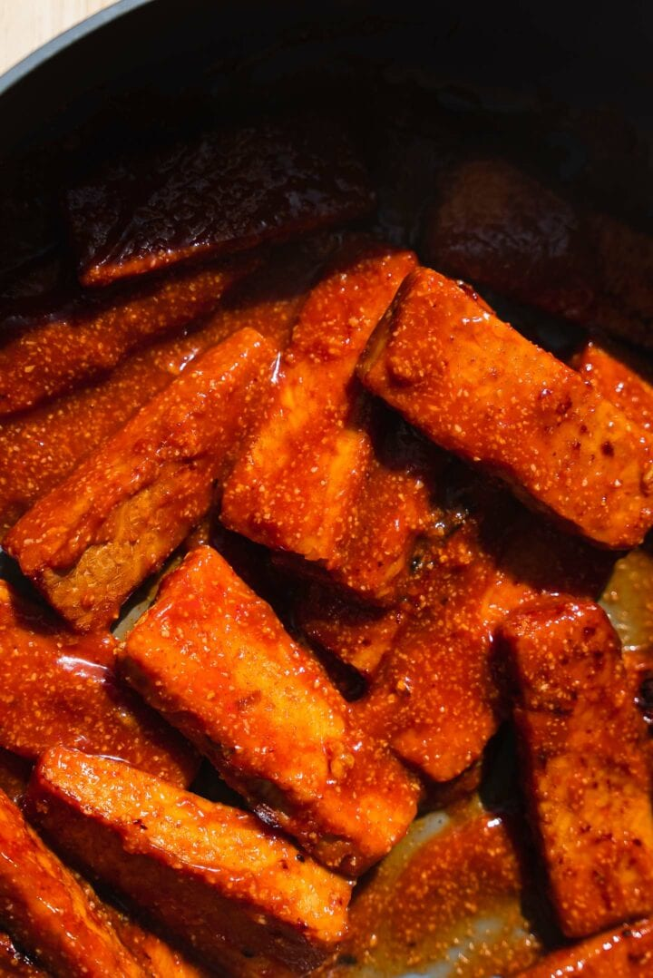 Tempeh with a spicy sauce