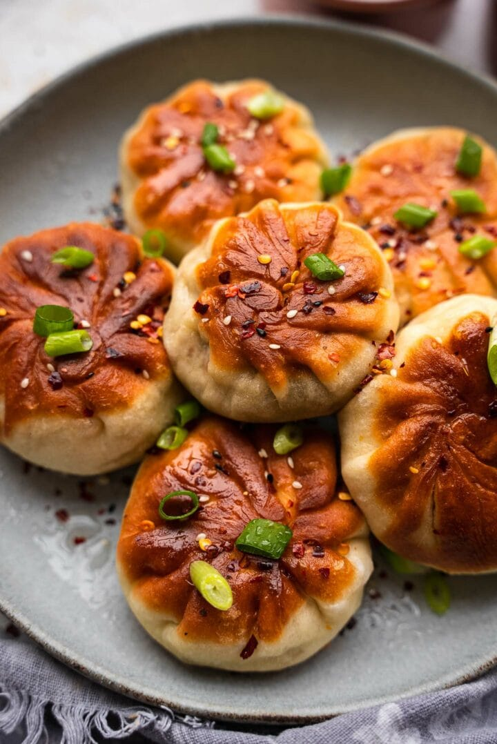 Vegetable buns with tofu and scallions